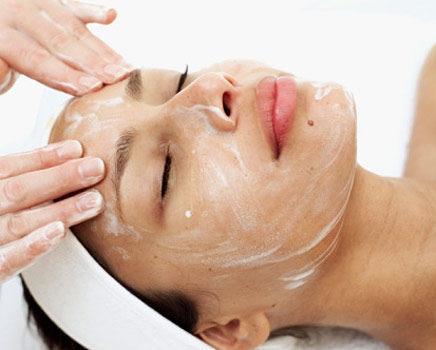 cuidado de piel con el peeling facial